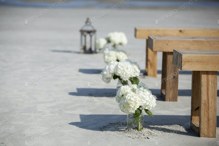 Maurer Gläser und Blumen bei der Hochzeit