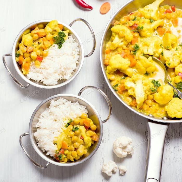 Veganes Curry mit Blumenkohl und Kichererbsen