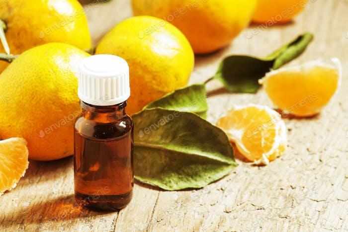 Aromatisches Mandarinenöl, mit Mandarinen