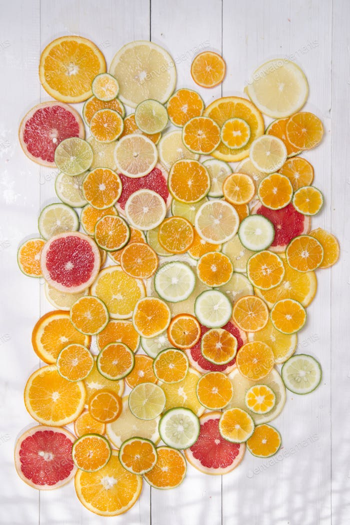 The colors of citrus fruits