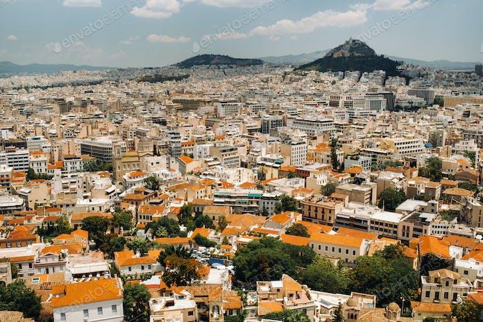 Stadtbild von Athen und Lycabettus Hügel im Hintergrund, Athen, Griechenland