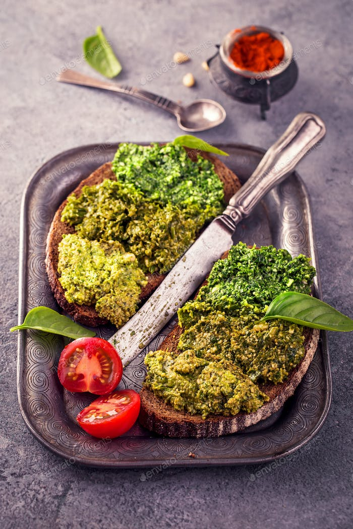 Rye bread with fresh pesto