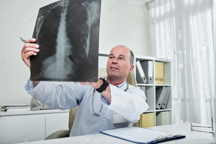 General practitioner analyzing x-ray