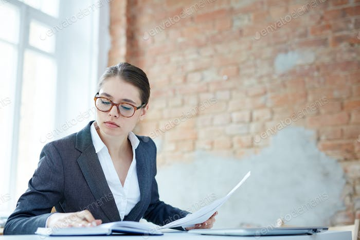 Financial auditor
