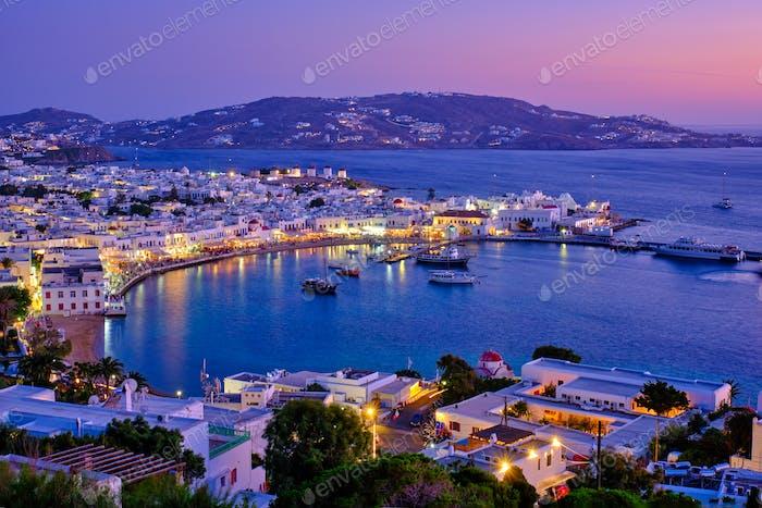Hafen von Mykonos mit Booten, Kykladen Inseln, Griechenland