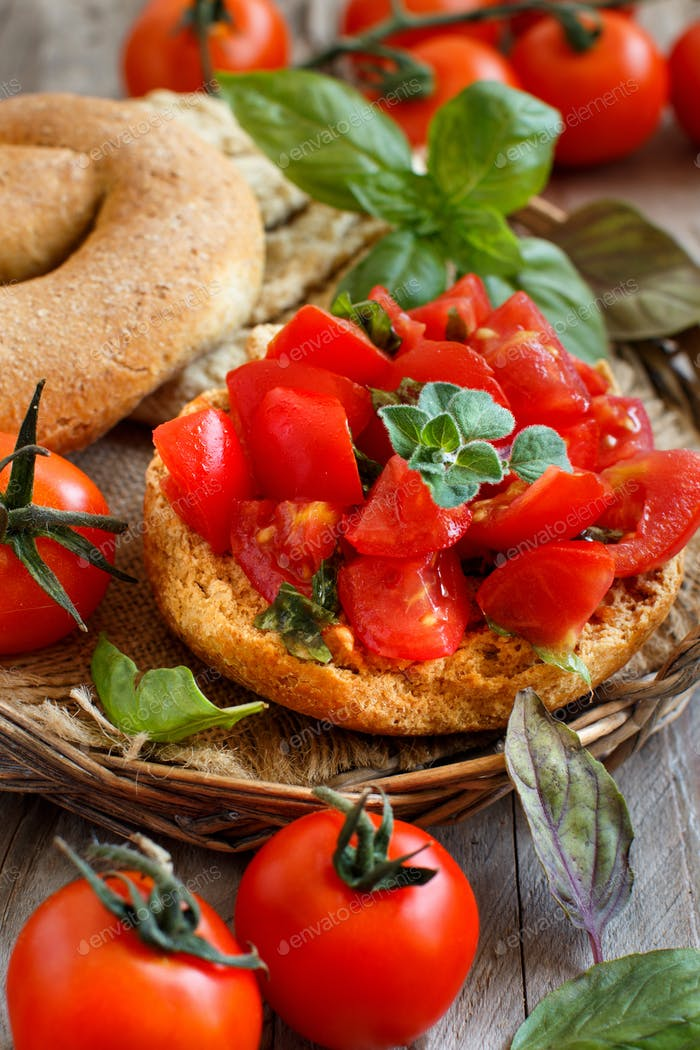Frisella seasoned with tomatoes and herbs