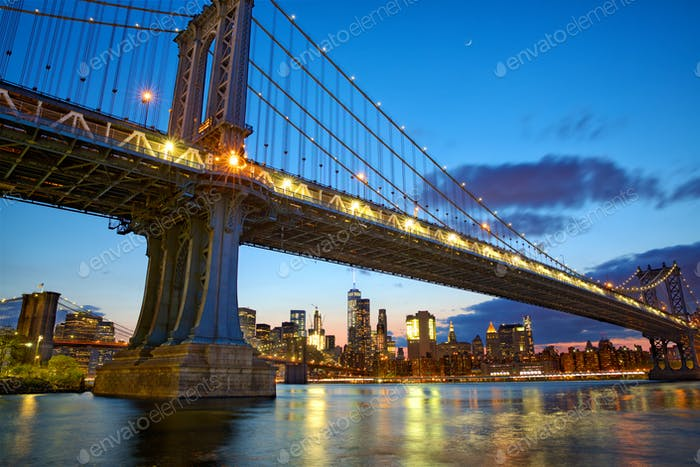 Manhattan Bridge and New York skyline
