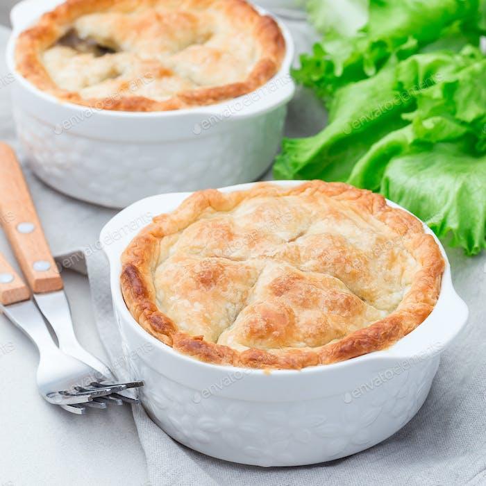 Vegetarischer Topfkuchen mit Linsen, Pilz, Kartoffel, Karotte und gre