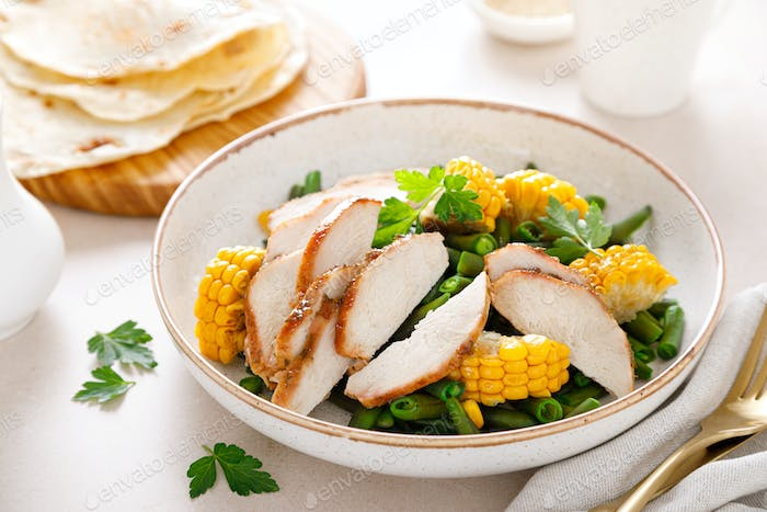 Chicken salad with corncobs and green beans
