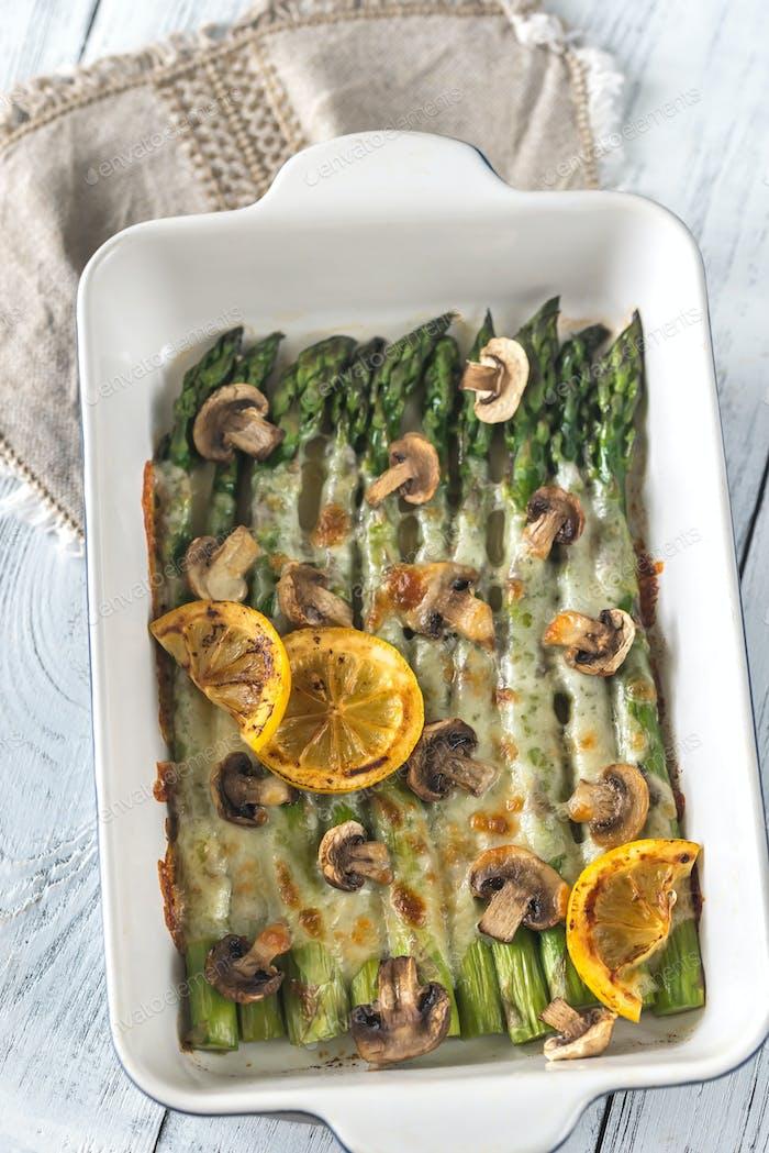 Baked asparagus with mozzarella and lemon