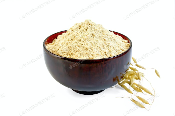 Flour oat in wooden bowl