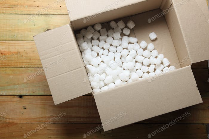 Box mit Styropor