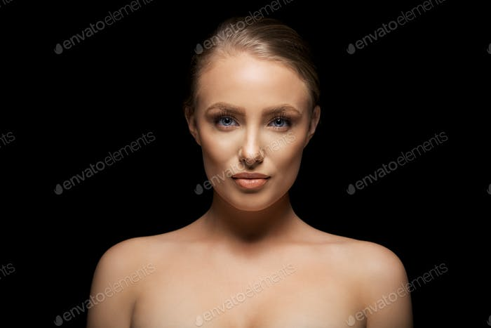 Portrait shot of beautiful and natural woman