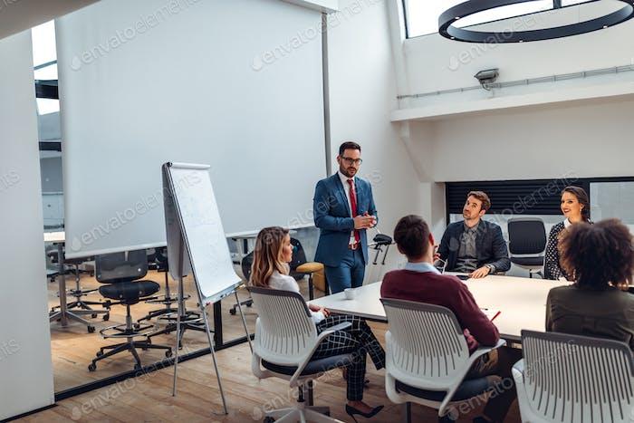 Präsentation neuer Geschäftsstrategien