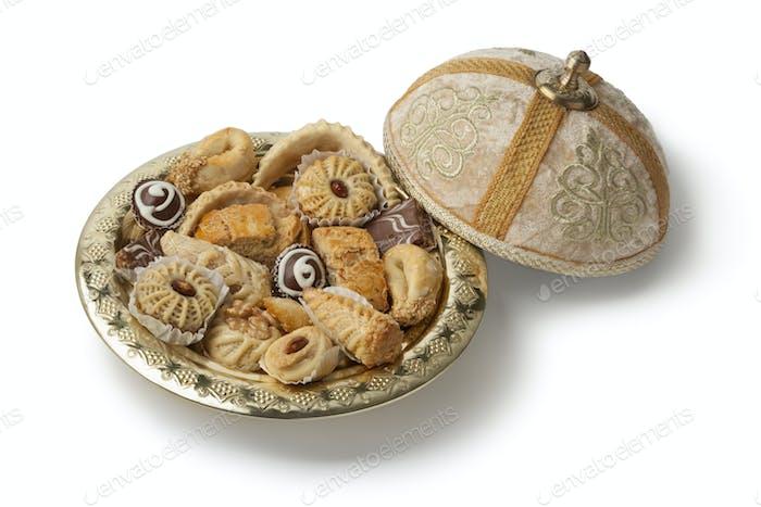 Traditionelle marokkanische Kekse mit Tee