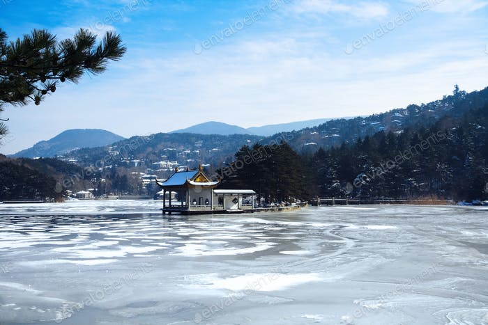 lushan lake in winter