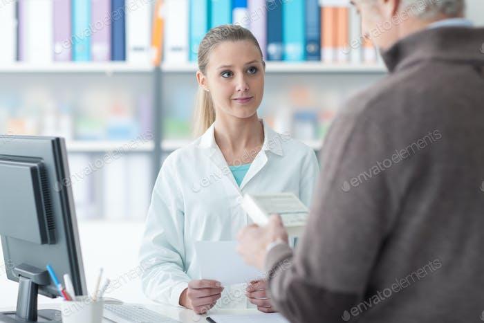 Клиент в аптеке