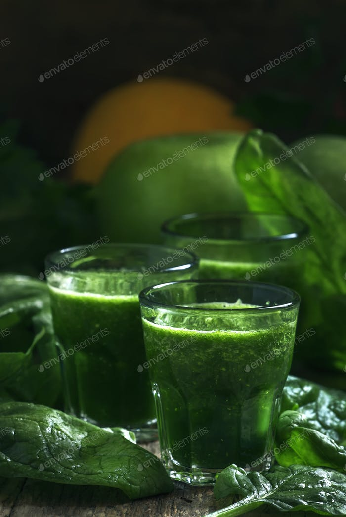 Green spinach detox smoothies