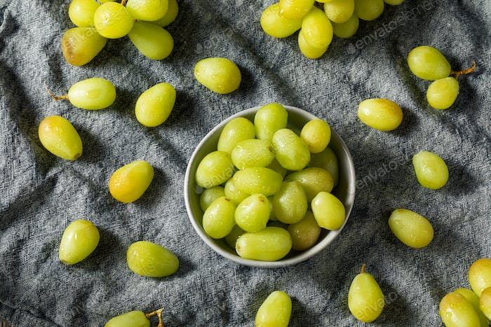Organic Raw Green Grapes