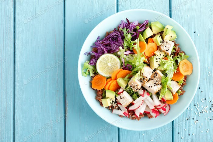 Bowl with grilled chicken meat and fresh vegetables