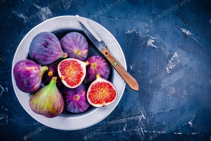 Fresh ripe figs in a bowl