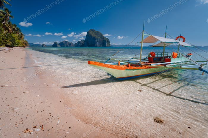 Tourist banca boat on beach ready for island hopping with beautiful scenery of surreal Pinagbuyutan