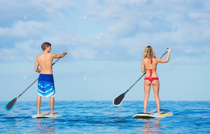 Paar Stand Up Paddeln auf Hawaii