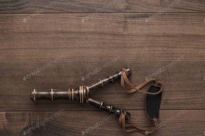 handgefertigte Holzschleuder