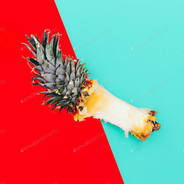 Überreste von Ananas. Minimal tropische Kunst