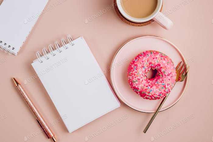 Kaffee und Donut