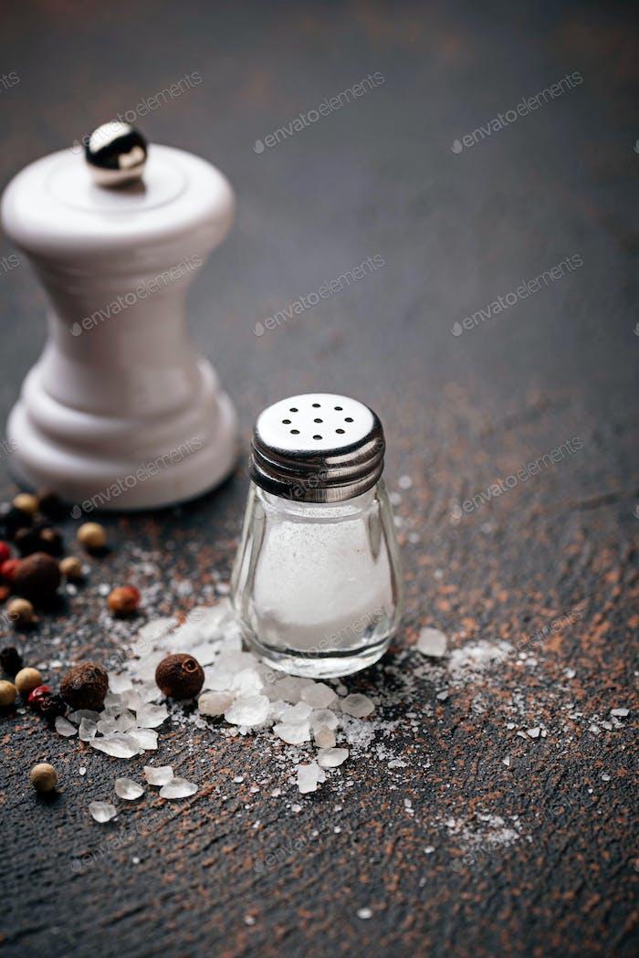 Salz und Pfeffer. Kulinarische Hintergründe