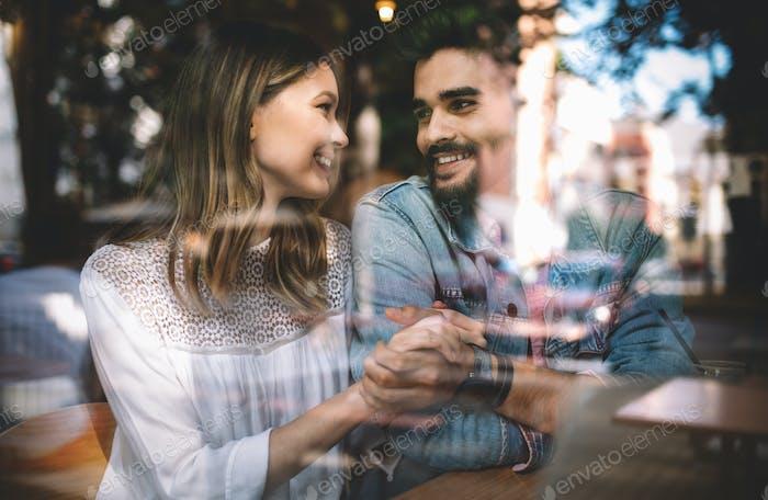 Romantisches glückliches Paar Dating und verbringen Zeit zusammen