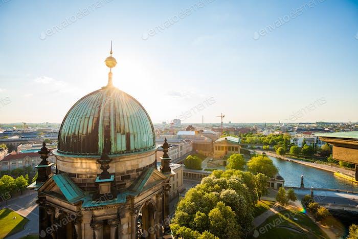 Der Berliner Dom und die Spree