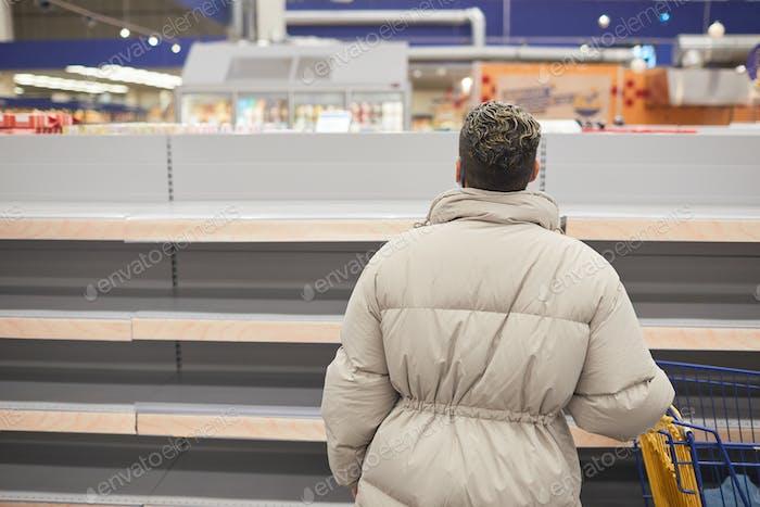 Leere Regale im Supermarkt