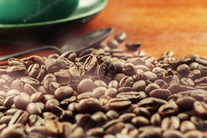 Roasted coffee beans and cups