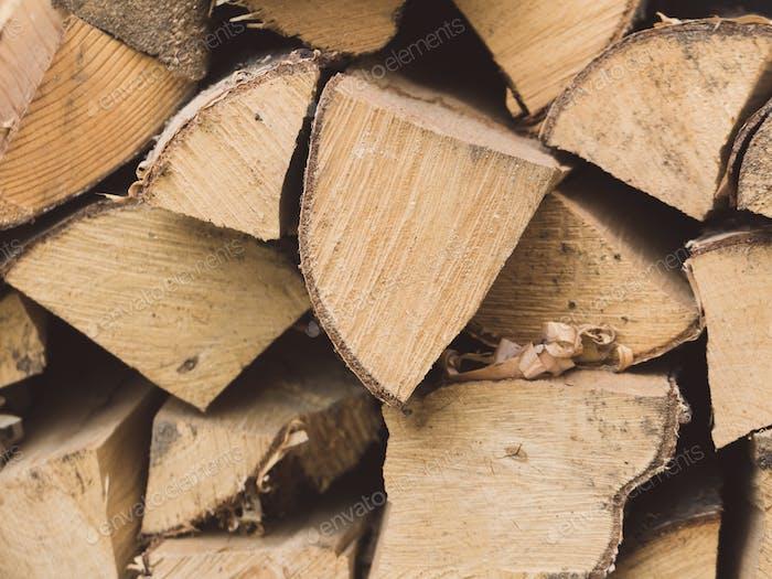 Nahaufnahme von Brennholz für den Ofen