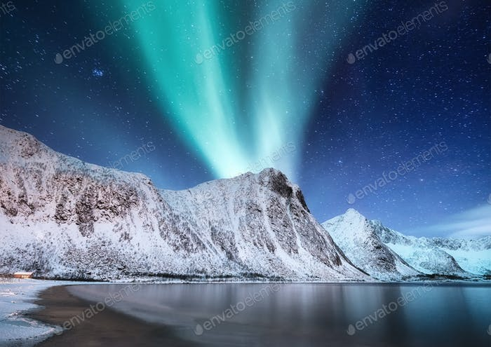 Nordlichter, Insel Senja, Norwegen. Landschaft in der Nacht