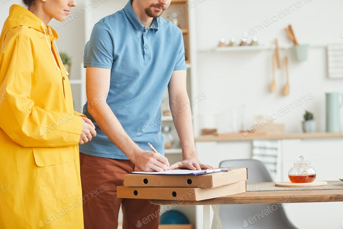 Man receiving the pizza