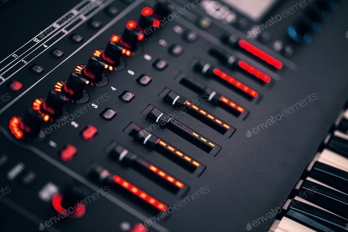 Elektronisch Synthesizer mit LED-Hintergrundbeleuchtung