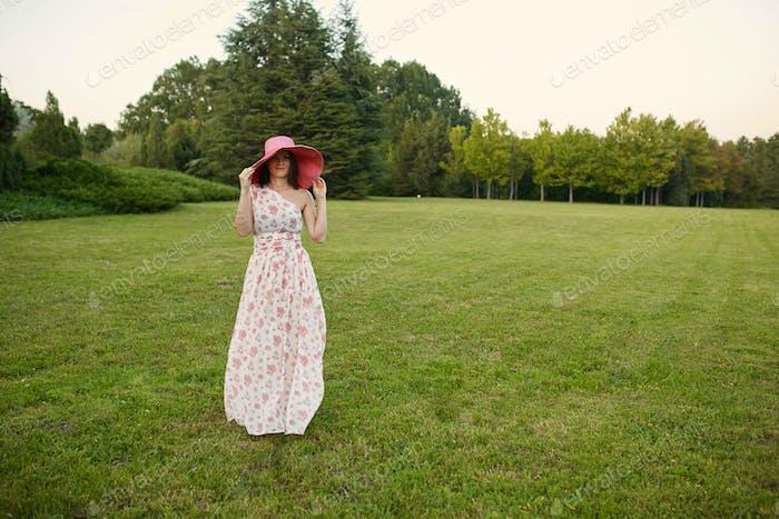 Schönheit romantische Frau im freien