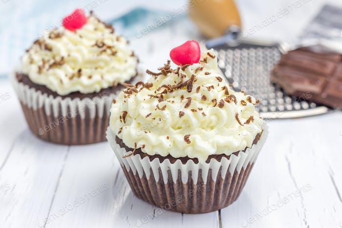 Schokoladen-Cupcakes mit Ricotta-Käse Zuckerguss