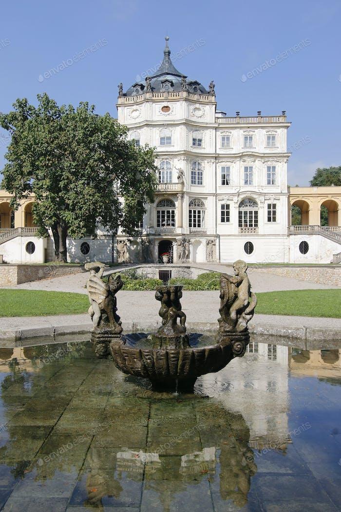 Berühmte Barockburg - Ploskovice