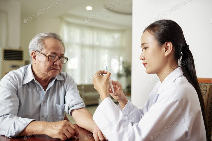 Nurse making a vaccination