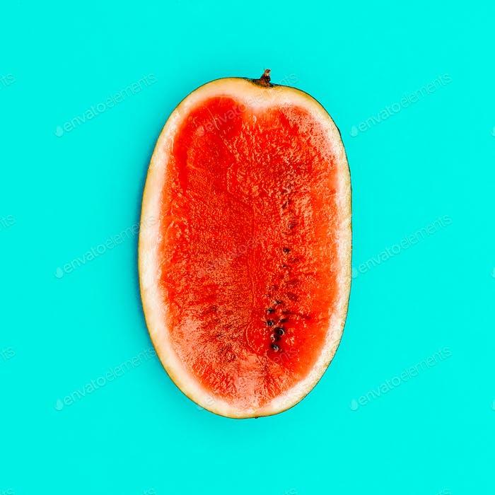 Halbe Wassermelone. Minimal. Flache Lay Stil