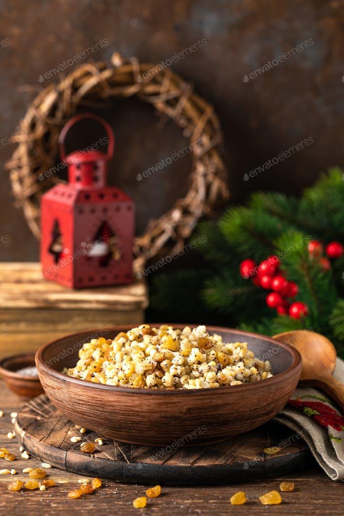 Kutia. Traditionelle ukrainische Weihnachtszeremonielle Getreidegericht mit Honig, Rosinen und Mohn