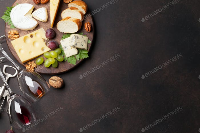 Cheese plate with grapes and nuts