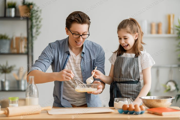 Familie bereiten Bäckerei zusammen