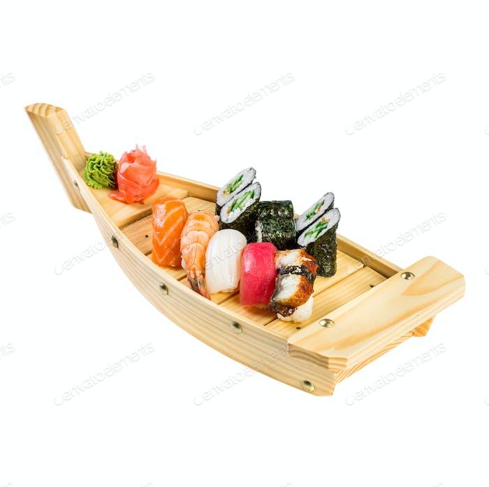 Sushi Roll auf weißem Hintergrund