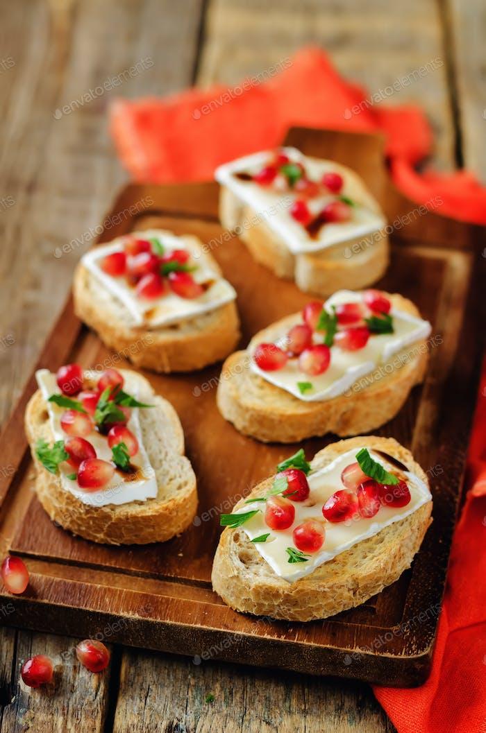 Pomegranate Brie balsamic crostini