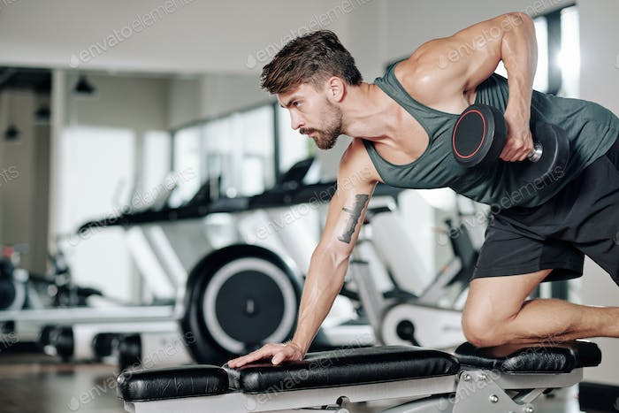 Man doing one arm dumbbell row